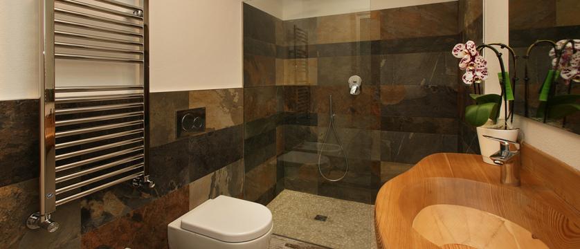 italy_milky-way-ski-area_sauze-doulx_hotel_serendipity_bathroom.jpg